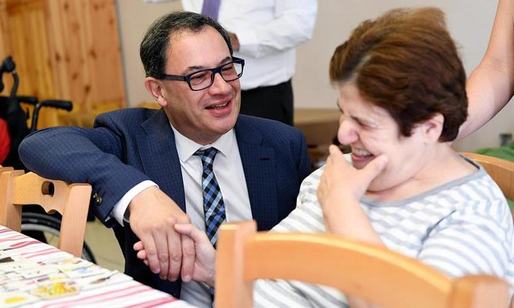 Il-Klijenti ta' Dar il-Kaptan jiltaqgħu mas-Segretarju Parlamentari l-On Anthony Agius Decelis